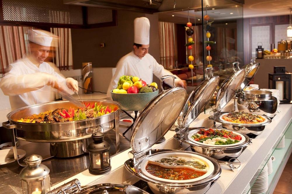 센트로 알 만할(Centro Al Manhal) Hotel Image 21 - Buffet
