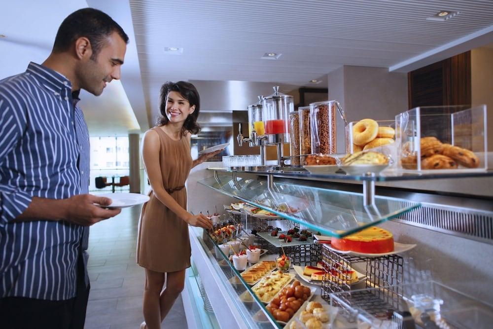 센트로 알 만할(Centro Al Manhal) Hotel Image 22 - Buffet