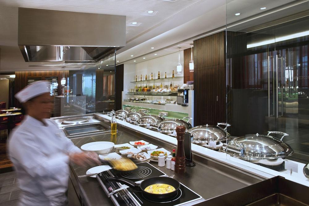 센트로 알 만할(Centro Al Manhal) Hotel Image 20 - Buffet