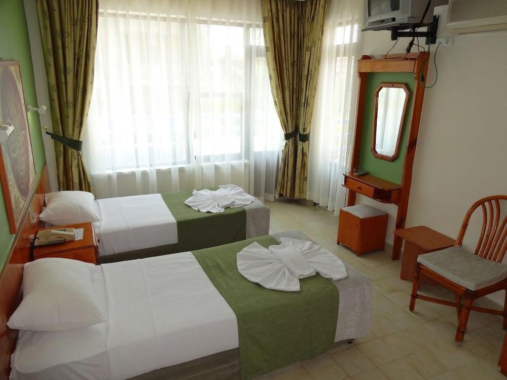 피나르 호텔(Pinar Hotel) Hotel Image 2 - Guestroom