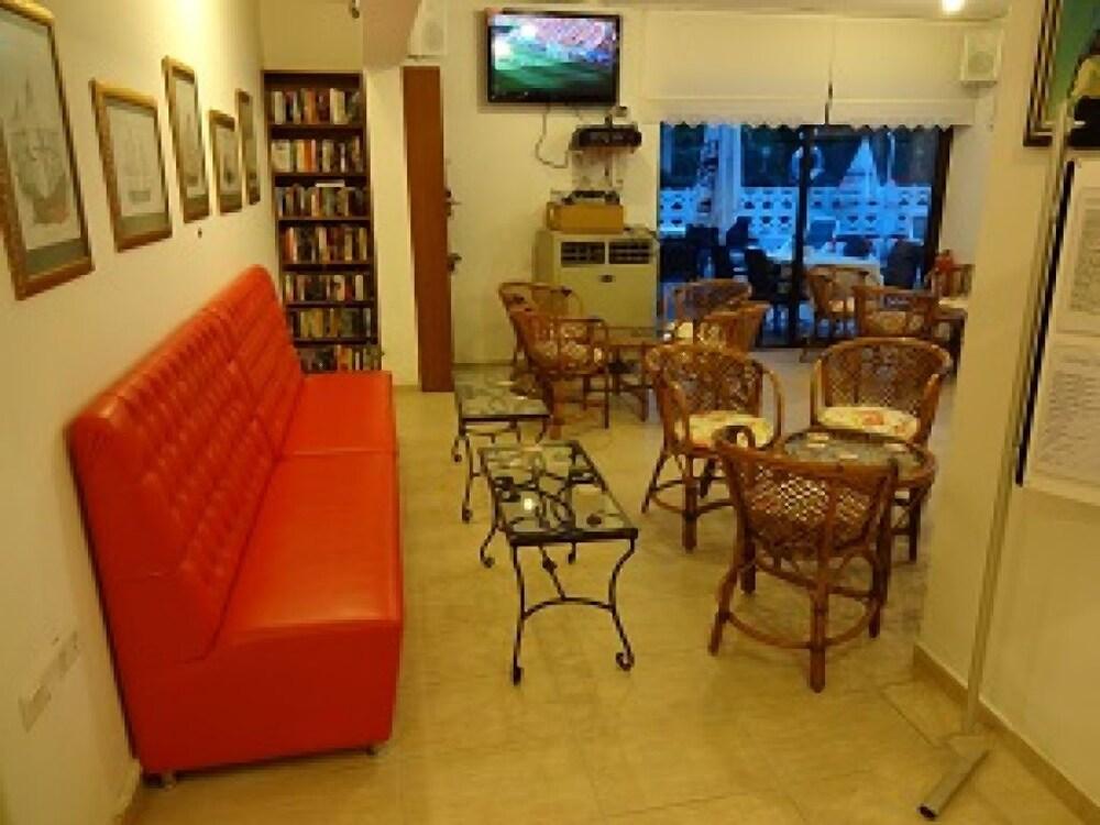 피나르 호텔(Pinar Hotel) Hotel Image 14 - Cafe