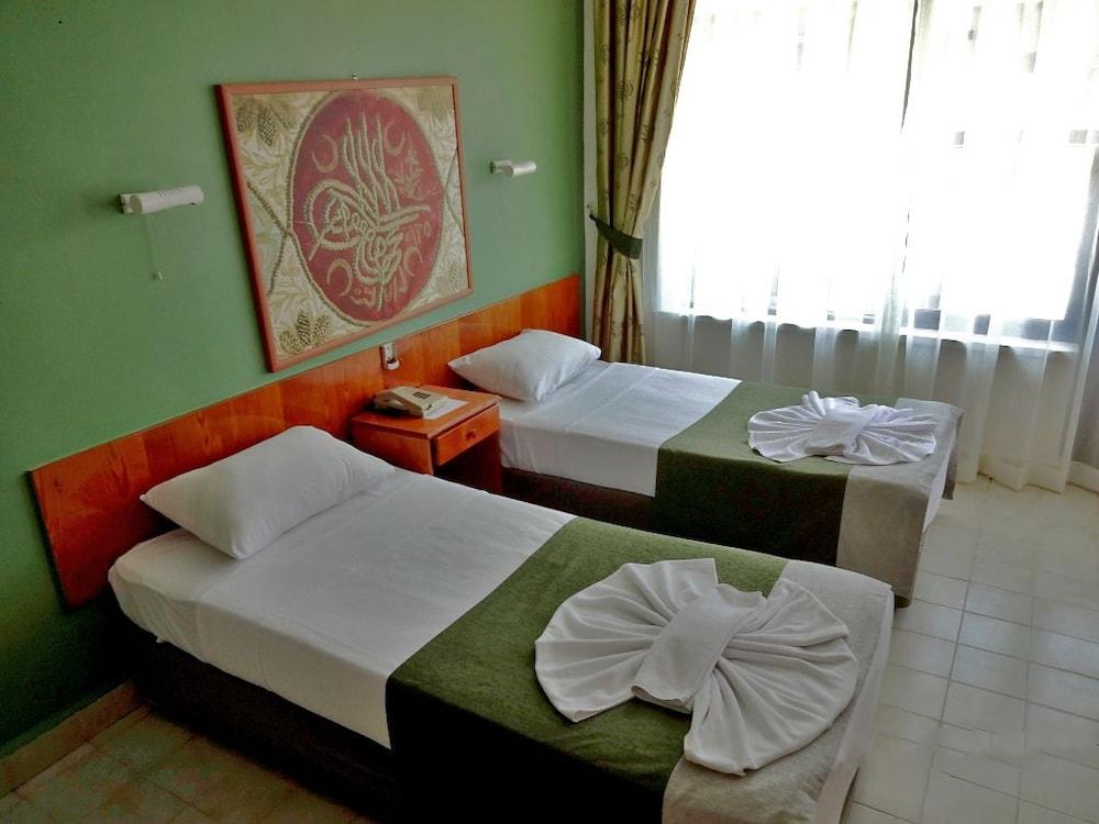 피나르 호텔(Pinar Hotel) Hotel Image 5 - Guestroom