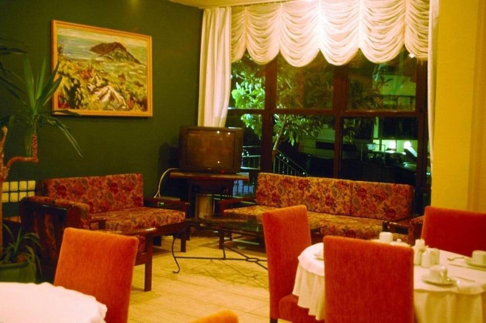 피나르 호텔(Pinar Hotel) Hotel Image 21 - Restaurant