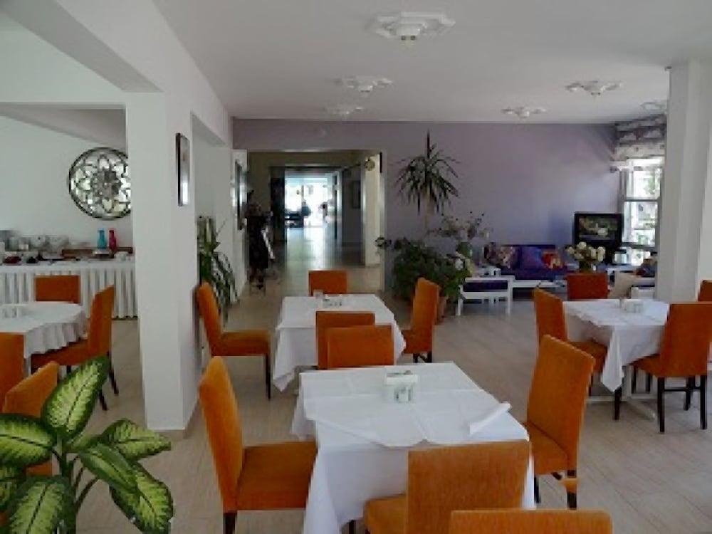 피나르 호텔(Pinar Hotel) Hotel Image 13 - Restaurant