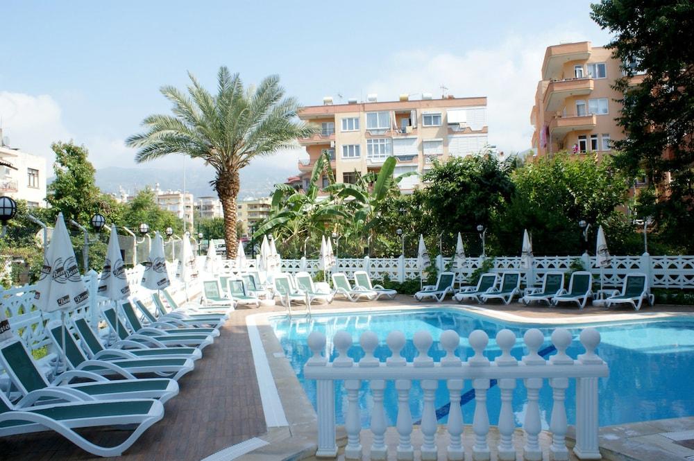 피나르 호텔(Pinar Hotel) Hotel Image 7 - Outdoor Pool