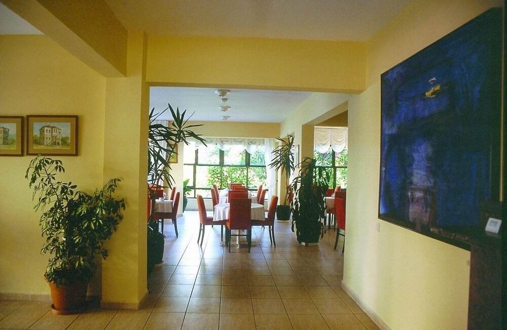 피나르 호텔(Pinar Hotel) Hotel Image 9 - Restaurant