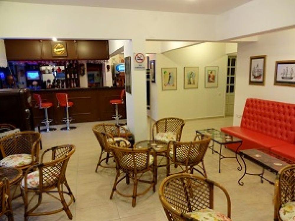 피나르 호텔(Pinar Hotel) Hotel Image 15 - Cafe