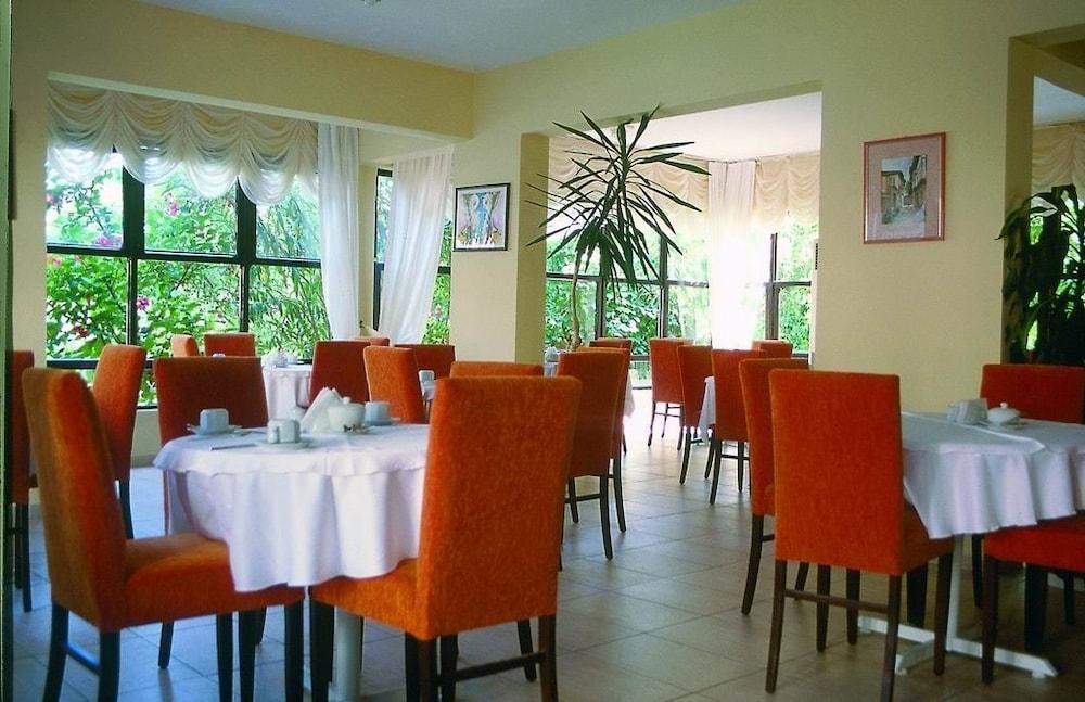 피나르 호텔(Pinar Hotel) Hotel Image 8 - Restaurant
