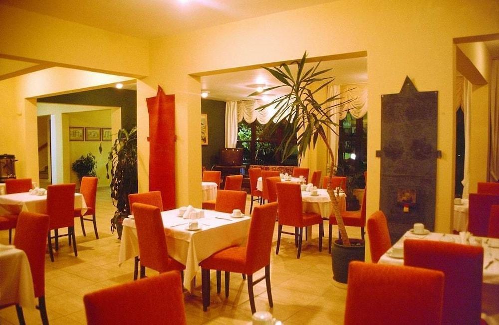피나르 호텔(Pinar Hotel) Hotel Image 10 - Restaurant