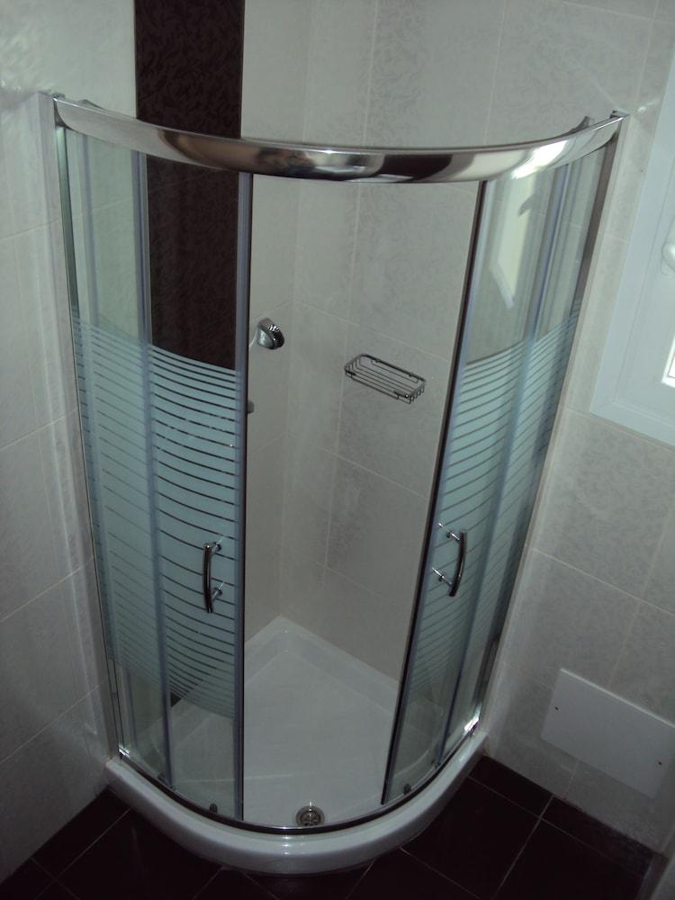 캐서린 호텔(Catherine Hotel) Hotel Image 19 - Bathroom Shower