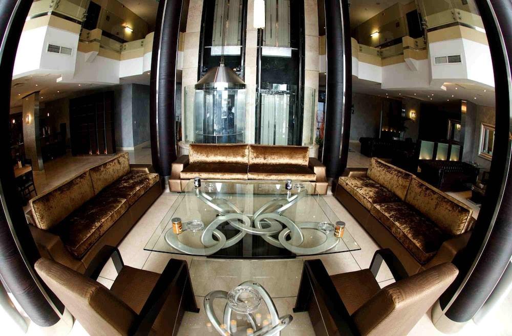 애비뉴 스위트(The Avenue Suites) Hotel Image 3 - Lobby Sitting Area