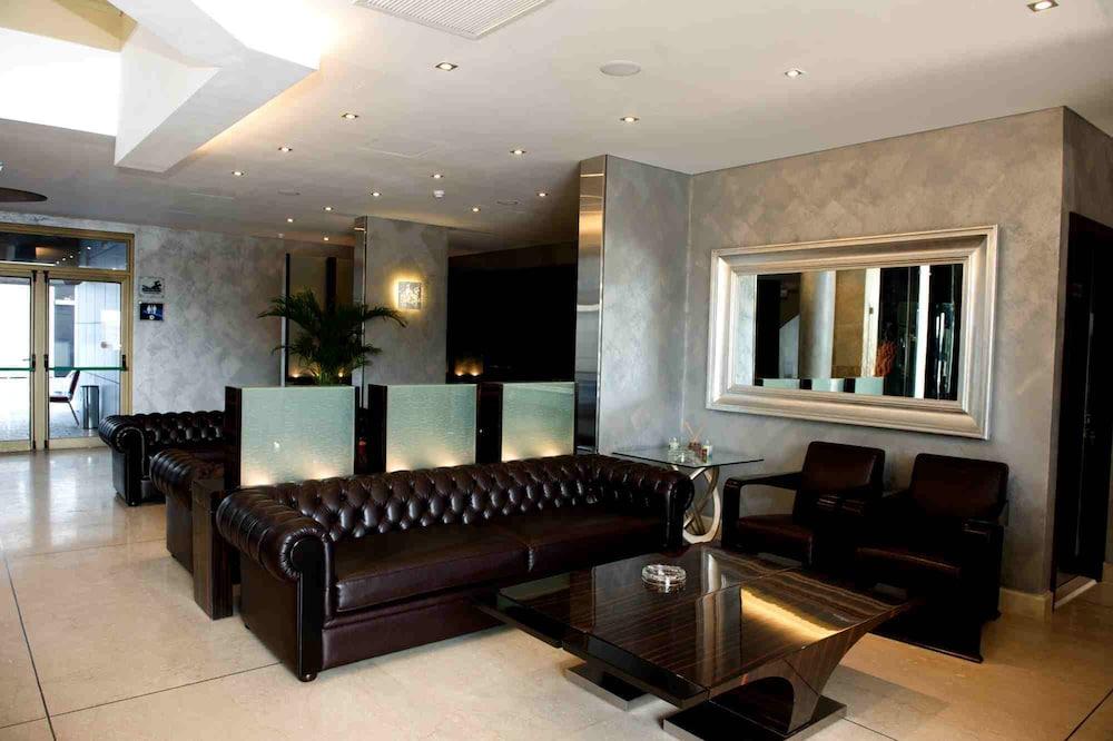애비뉴 스위트(The Avenue Suites) Hotel Image 2 - Lobby Sitting Area
