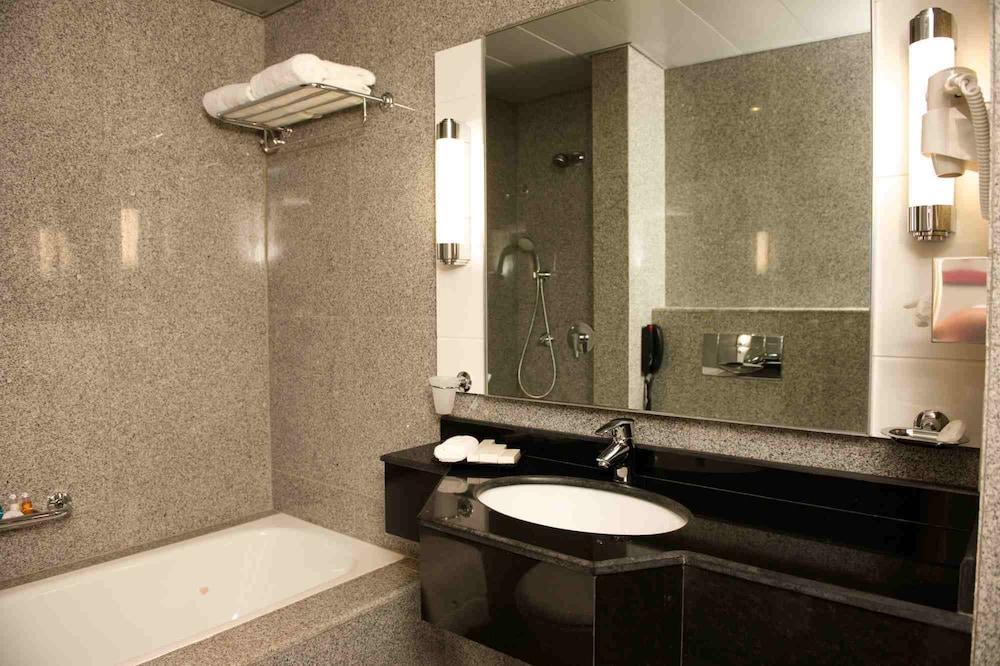 애비뉴 스위트(The Avenue Suites) Hotel Image 22 - Bathroom