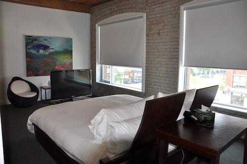 Hotel Ocho, Toronto