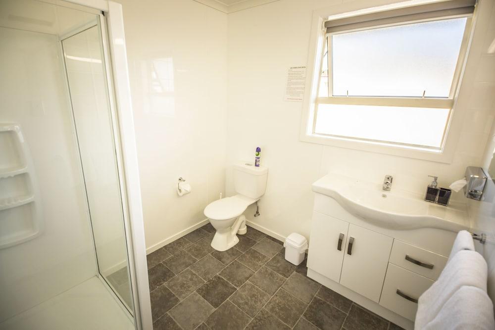 에이에이에이 템즈 코트 모텔(AAA Thames Court Motel) Hotel Image 21 - Bathroom Amenities