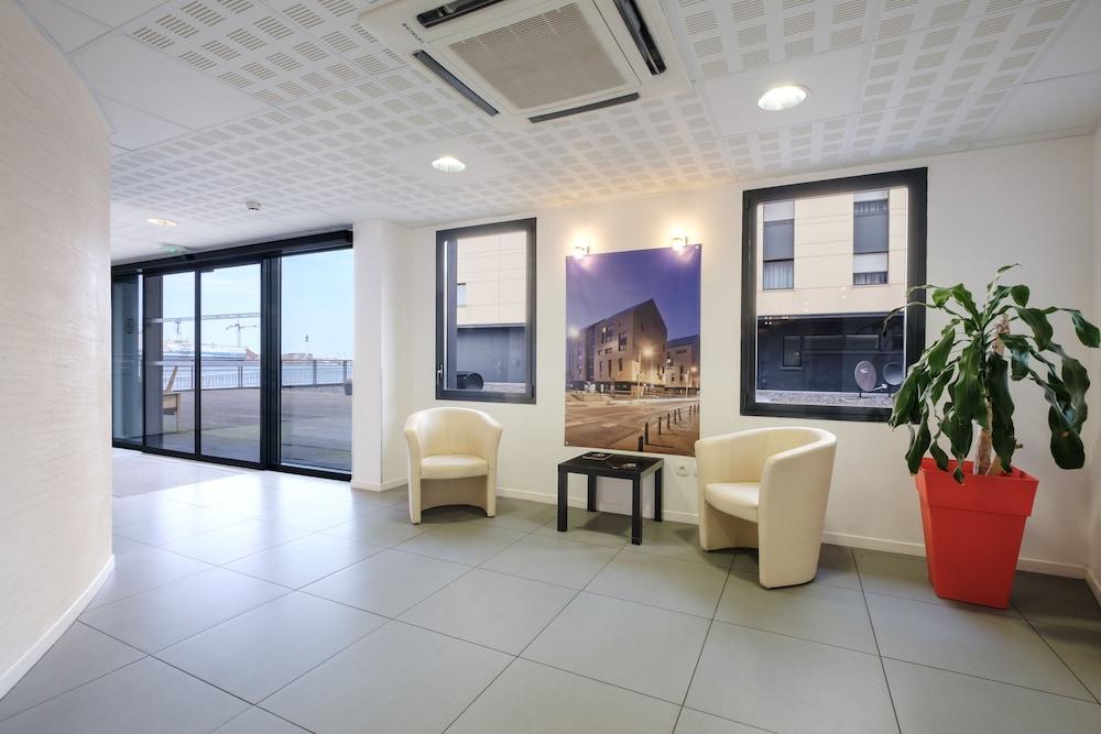 올 스위트 아파트 호텔 던커크(All Suites Appart Hotel Dunkerque) Hotel Image 2 - Interior Entrance