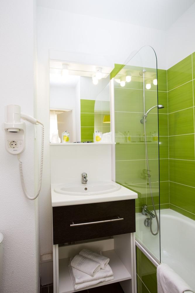 올 스위트 아파트 호텔 포(All Suites Appart Hotel Pau) Hotel Image 15 - Bathroom