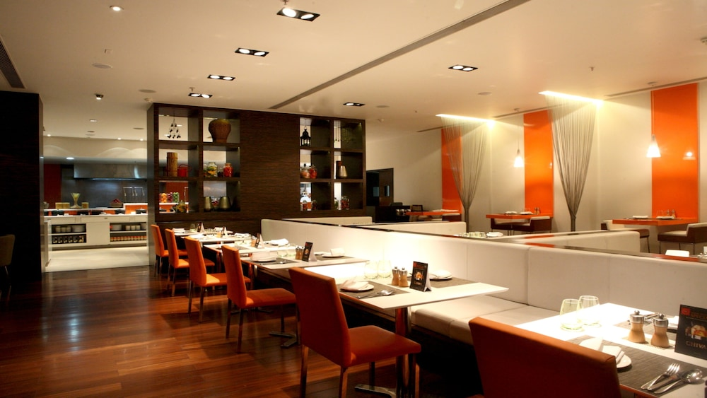 크라운 플라자 푸네 시티 센터(Crowne Plaza Pune City Centre) Hotel Image 39 - Restaurant