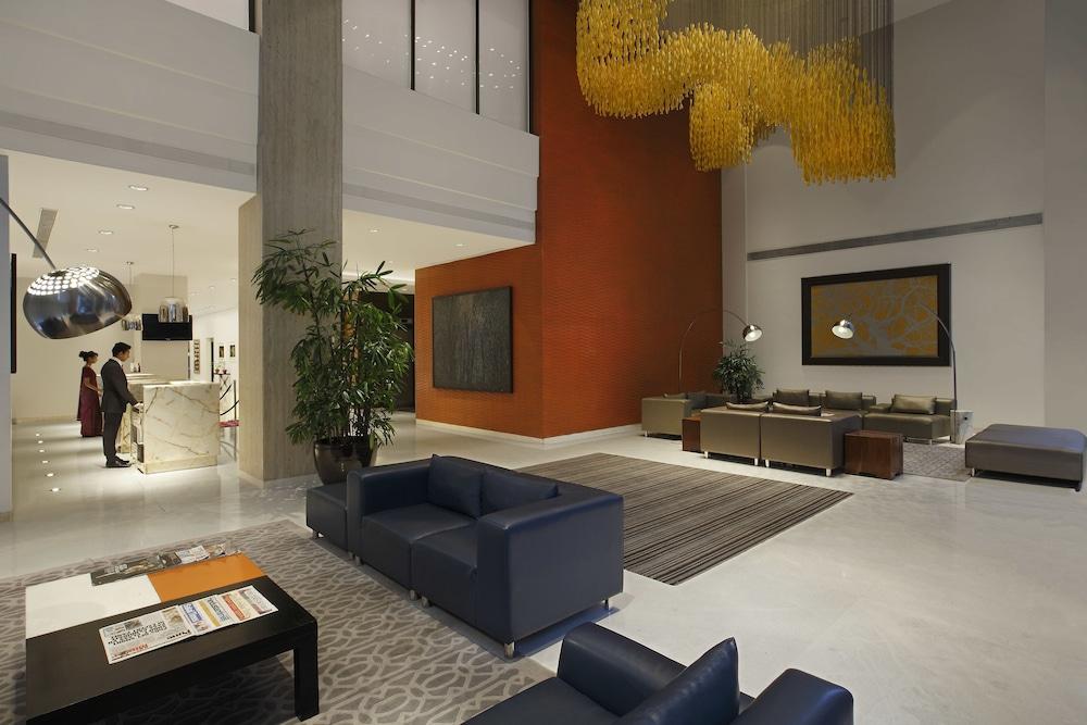 크라운 플라자 푸네 시티 센터(Crowne Plaza Pune City Centre) Hotel Image 4 - Lobby