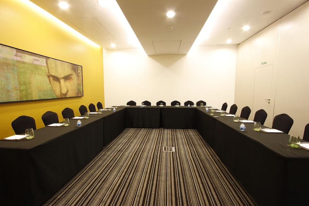 크라운 플라자 푸네 시티 센터(Crowne Plaza Pune City Centre) Hotel Image 72 - Meeting Facility