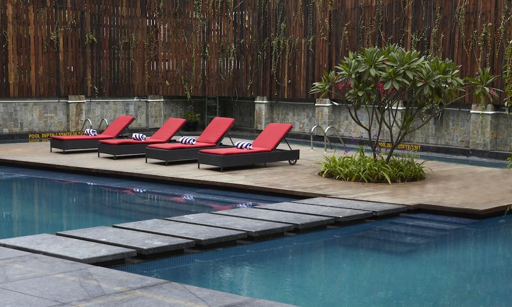 크라운 플라자 푸네 시티 센터(Crowne Plaza Pune City Centre) Hotel Image 6 - Pool