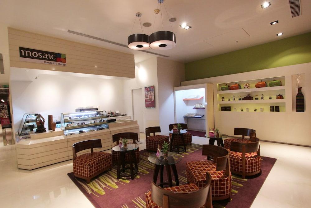 크라운 플라자 푸네 시티 센터(Crowne Plaza Pune City Centre) Hotel Image 52 - Delicatessen