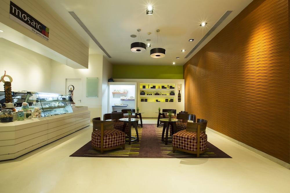 크라운 플라자 푸네 시티 센터(Crowne Plaza Pune City Centre) Hotel Image 2 - Lobby Sitting Area