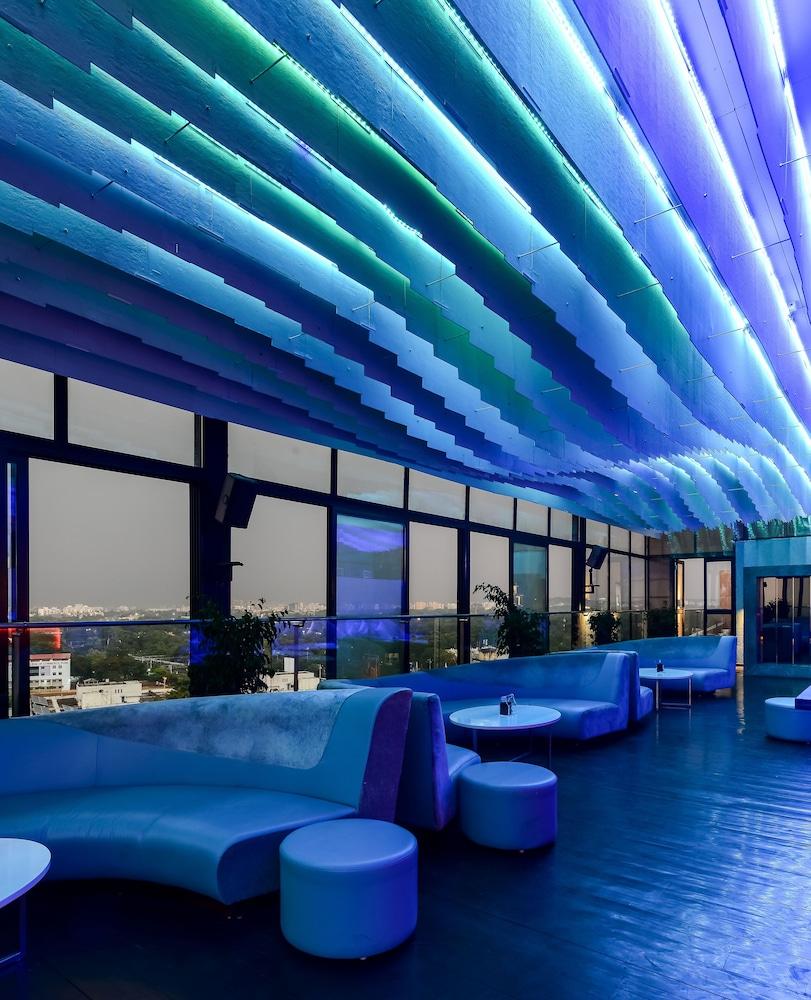 크라운 플라자 푸네 시티 센터(Crowne Plaza Pune City Centre) Hotel Image 65 - Hotel Bar