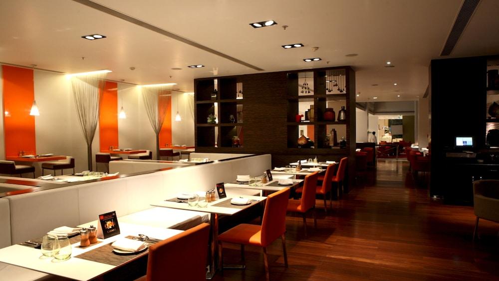크라운 플라자 푸네 시티 센터(Crowne Plaza Pune City Centre) Hotel Image 45 - Restaurant