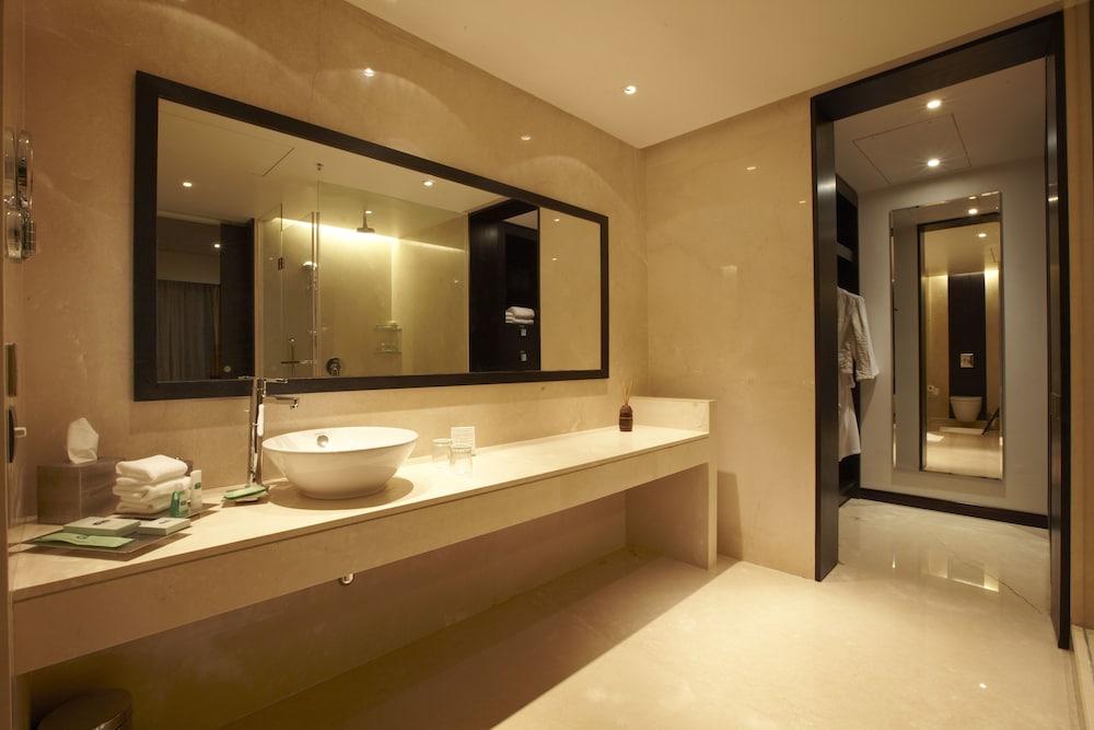 크라운 플라자 푸네 시티 센터(Crowne Plaza Pune City Centre) Hotel Image 12 - In-Room Amenity