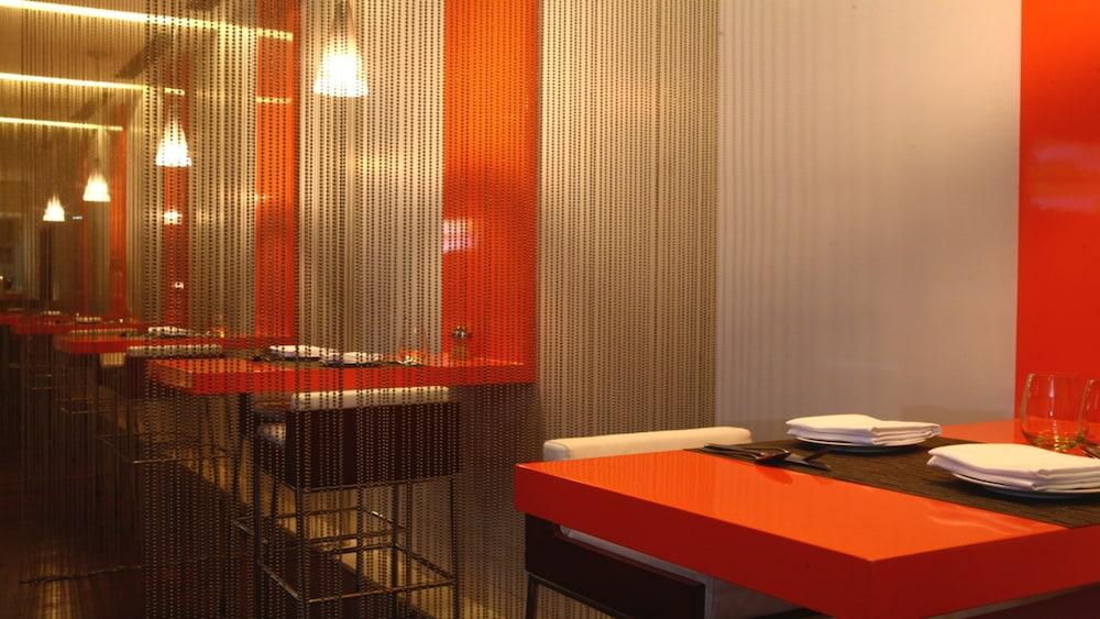 크라운 플라자 푸네 시티 센터(Crowne Plaza Pune City Centre) Hotel Image 47 - Restaurant