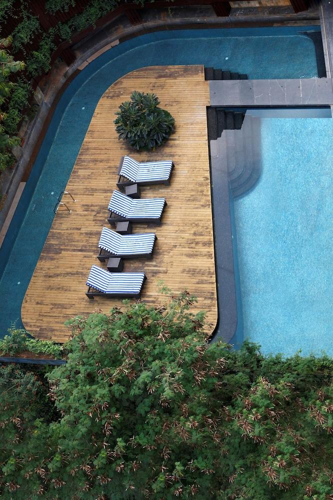 크라운 플라자 푸네 시티 센터(Crowne Plaza Pune City Centre) Hotel Image 5 - Pool