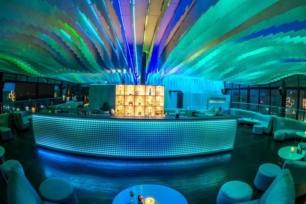 크라운 플라자 푸네 시티 센터(Crowne Plaza Pune City Centre) Hotel Image 64 - Hotel Bar