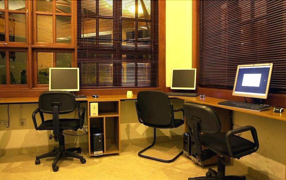 아프리칸 튤립 호텔(The African Tulip Hotel) Hotel Image 30 - Business Center