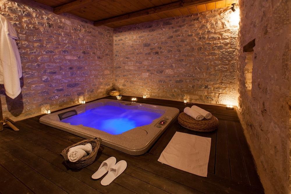 페트라 카이 포스 부티크 호텔 & 스파(Petra Kai Fos Boutique Hotel & Spa) Hotel Image 35 - Indoor Spa Tub