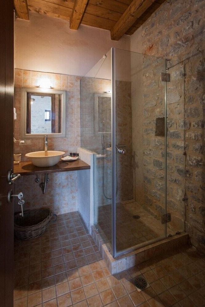 페트라 카이 포스 부티크 호텔 & 스파(Petra Kai Fos Boutique Hotel & Spa) Hotel Image 21 - Bathroom