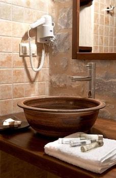 페트라 카이 포스 부티크 호텔 & 스파(Petra Kai Fos Boutique Hotel & Spa) Hotel Image 24 - Bathroom Sink