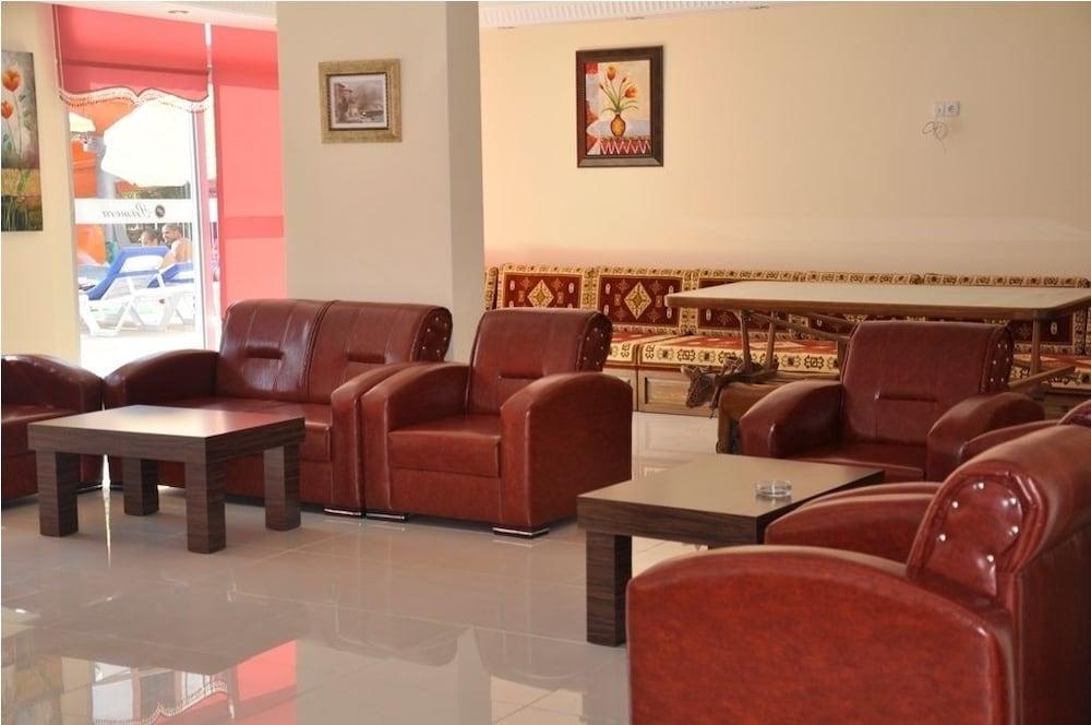 호텔 프리메라(Hotel Primera) Hotel Image 1 - Lobby Sitting Area