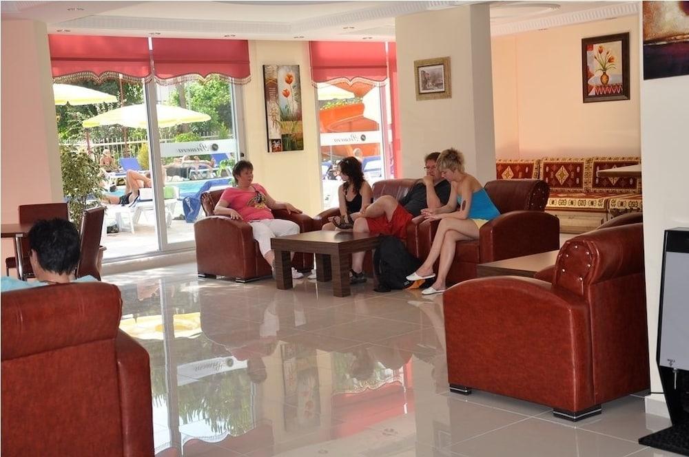 호텔 프리메라(Hotel Primera) Hotel Image 2 - Lobby Sitting Area