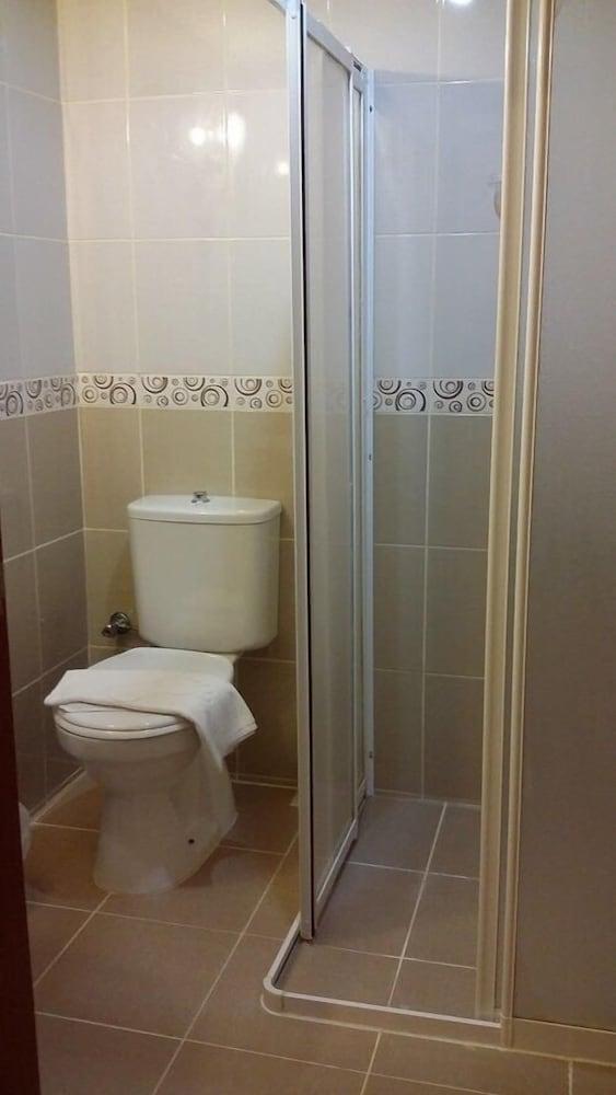 호텔 프리메라(Hotel Primera) Hotel Image 13 - Bathroom