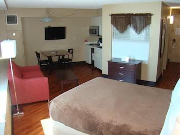 Studio (1 Queen Bed)