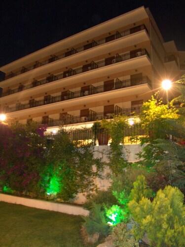 . Hotel Merope