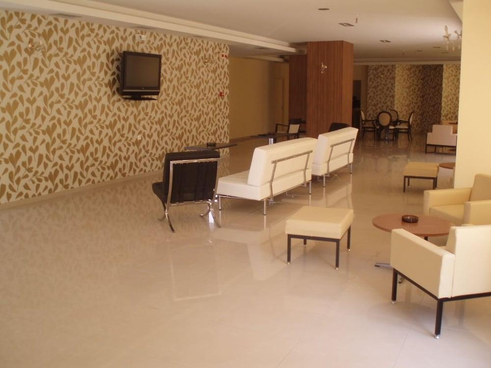 호텔 메로페(Hotel Merope) Hotel Image 2 - Lobby Sitting Area