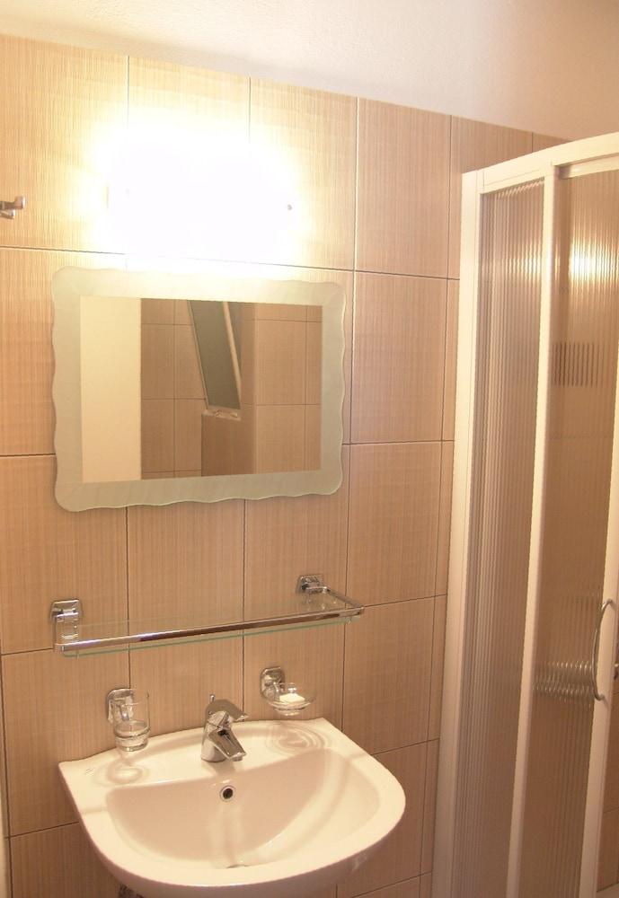호텔 메로페(Hotel Merope) Hotel Image 17 - Bathroom Sink
