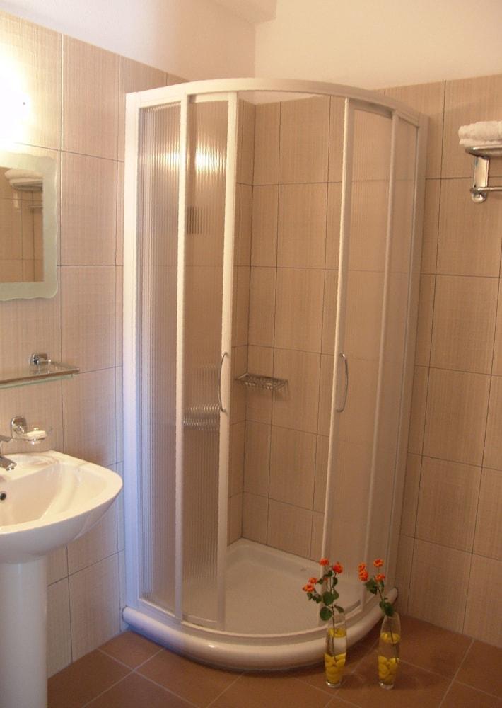 호텔 메로페(Hotel Merope) Hotel Image 16 - Bathroom