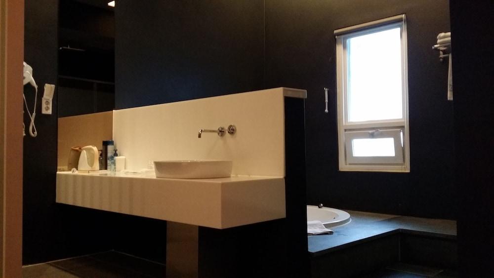오스카 스위트 호텔(Oscar Suite Hotel) Hotel Image 32 - Bathroom