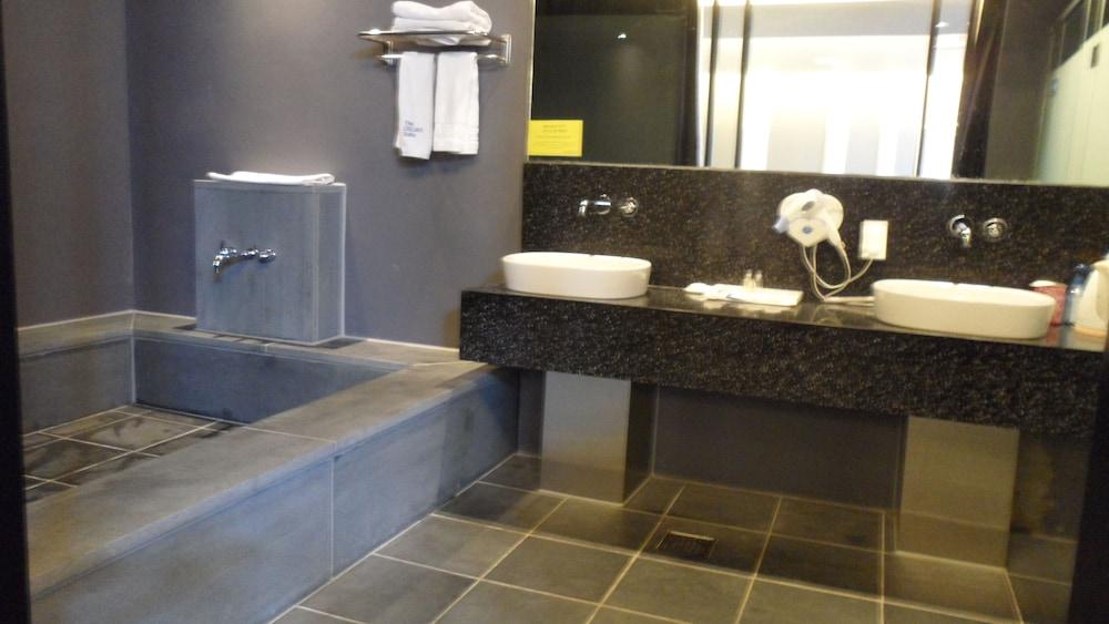 오스카 스위트 호텔(Oscar Suite Hotel) Hotel Image 30 - Bathroom