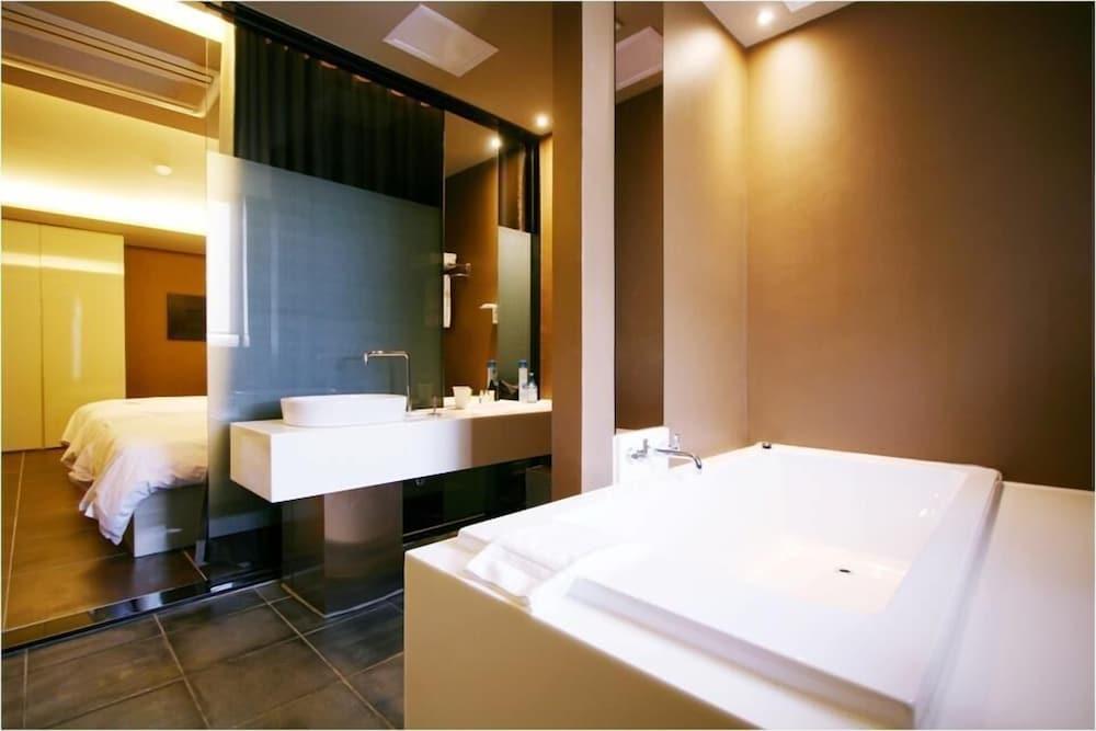 오스카 스위트 호텔(Oscar Suite Hotel) Hotel Image 29 - Bathroom