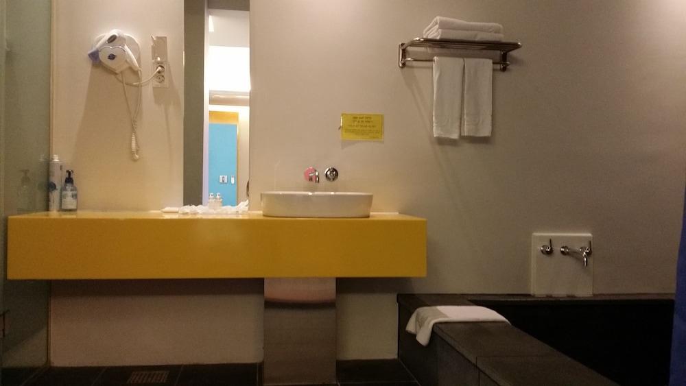 오스카 스위트 호텔(Oscar Suite Hotel) Hotel Image 31 - Bathroom