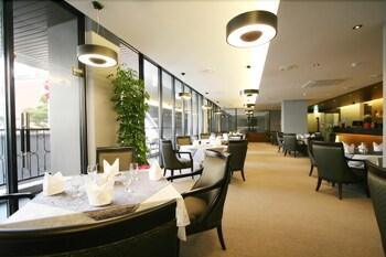 오스카 스위트 호텔(Oscar Suite Hotel) Hotel Image 42 - Restaurant